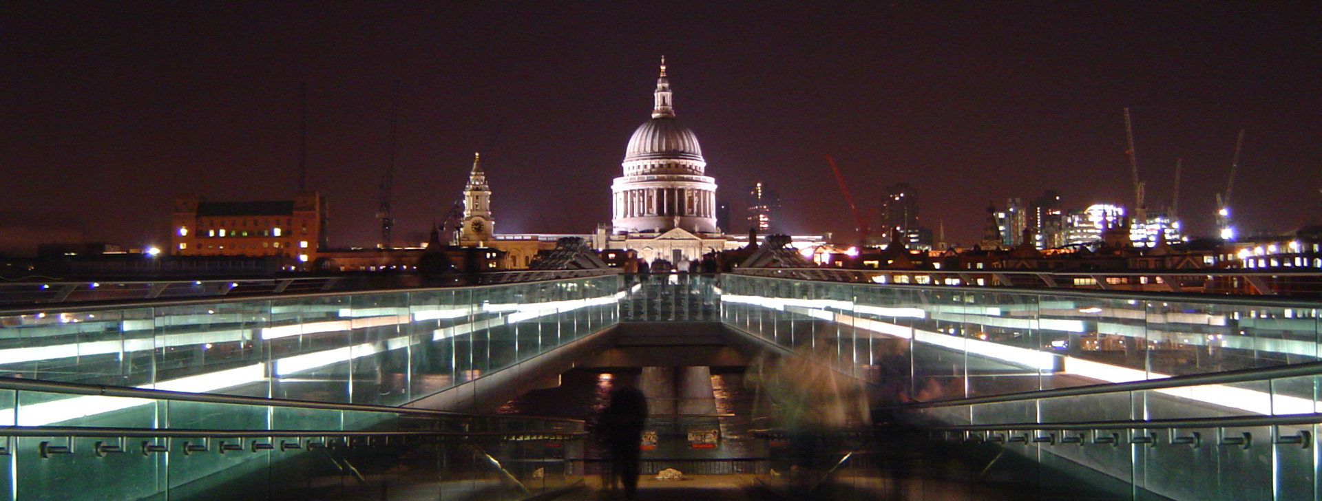 St_Pauls_and_Millennium_Bridge_at_nightv2